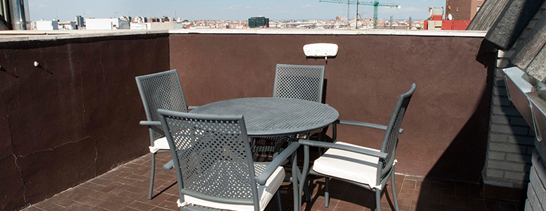 Superior apartament terrace with the Madrid skyline